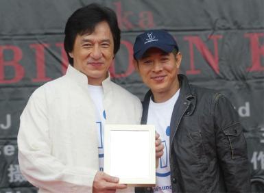 Звезды, журналы. Рамка, фотоэффект: Джеки Чан. Знаменитые актеры фотографируются с Вашим фото.