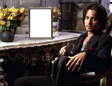 Звезды, журналы. Рамка, фотоэффект: Джонни, о-йе.... Прикол с Джонни Деппом. Знаменитый актер сидит рядом с рамкой с Вашим портретом.
