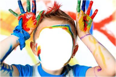 Всемирный день мытья рук. Красочное настроение. Фотоприкол, коллаж для детей. Мальчик с разноцветными ладошками, краска на лице.