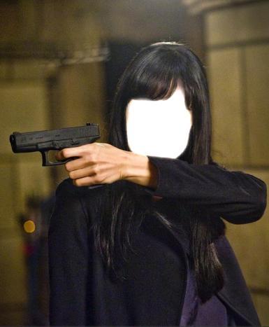 День смеха. Ты у меня на прицеле. Кадр из фильма. Шаблон для фотошопа, коллаж. Для девушек. Брюнетка с пистолетом.