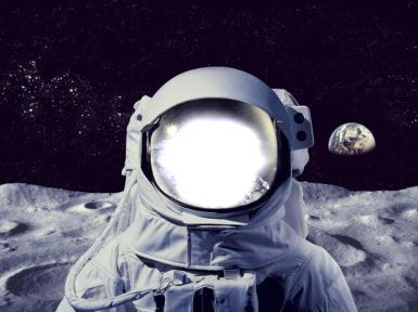 День смеха. Космонавт на Луне. Фотомонтаж, прикол с фото, коллаж. Подставьте фото, и вот уже вы - отважный покоритель космоса! Луна, космос, звезды, вид на Землю с Луны.