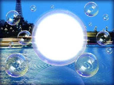 Фоторамка - мыльный пузырь. Фото в мыльном пузыре. Забавная фоторамка. Город, вечер, фонари, башня, мост, река, отражение в воде, набережная.