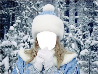 Снегурочка - коллаж. Фотомонтаж для девушек. Блондинка в костюме Снегурочки. Голубая шубка и шапочка. Зимний лес в снегу.