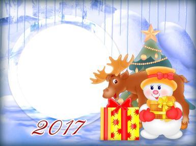 Прочие детские рамки. Рамка, фотоэффект: Новогодняя рамка. Рамка с круглым вырезом. Новогодняя аппликация из елки, оленя, снеговика и новогоднего подарка.