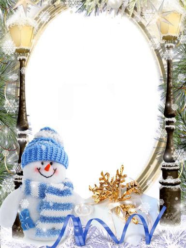 Прочие детские рамки. Рамка, фотоэффект: Веселый снеговик в шапочке. Фоторамка со снеговичком. Вязаная шапочка, шарф в полоску. Зима, вечер, фонари, снег.