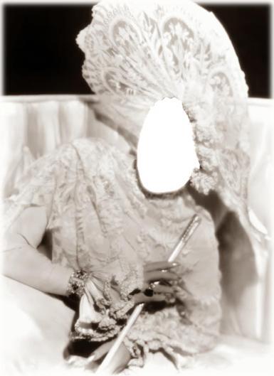 Черно-белые рамки. Рамка, фотоэффект: Винтажный коллаж. Фотомонтаж для женщин. Дама в белом с мундштуком. Белые кружева. Старое фото. Винтаж.