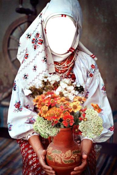 Приколы. Рамка, фотоэффект: Украинка с глиняной вазой. Коллаж для женщин. Девушка в украинском народном костюме с глиняной вазой в руках. Цветы в вазе. Белая национальная рубашка с вышивкой, красные бусы.