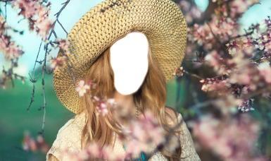 Зеленые, желтые рамки. Рамка, фотоэффект: Девушка в соломенной шляпе. Коллаж, фотомонтаж, фотоприкол, блондинка в соломенной шляпе, цветущее дерево, розовые цветы, весенний сад.