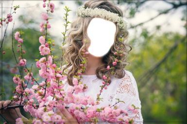 Женские. Рамка, фотоэффект: Девушка с розовым кустом. Фотомонтаж, коллаж, вставить лицо в фото, блондинка с венком, куст с розовыми цветами, венок в волосах