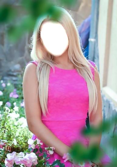 Женские. Рамка, фотоэффект: Светловолосая девушка. Девушка со светлыми, длинными волосами в ярком, розовом платье.