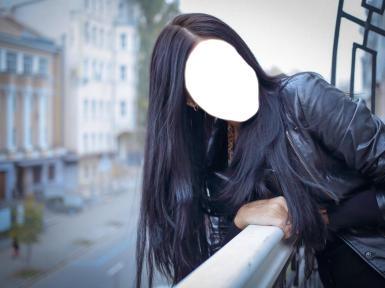 Женские. Рамка, фотоэффект: Девушка с черными, длинными волосами.