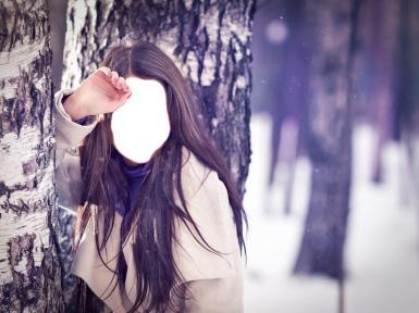 Женские. Рамка, фотоэффект: Девушка у березы.