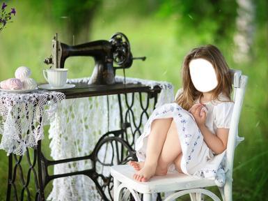 Женские. Рамка, фотоэффект: Девочка у швейной машинки.