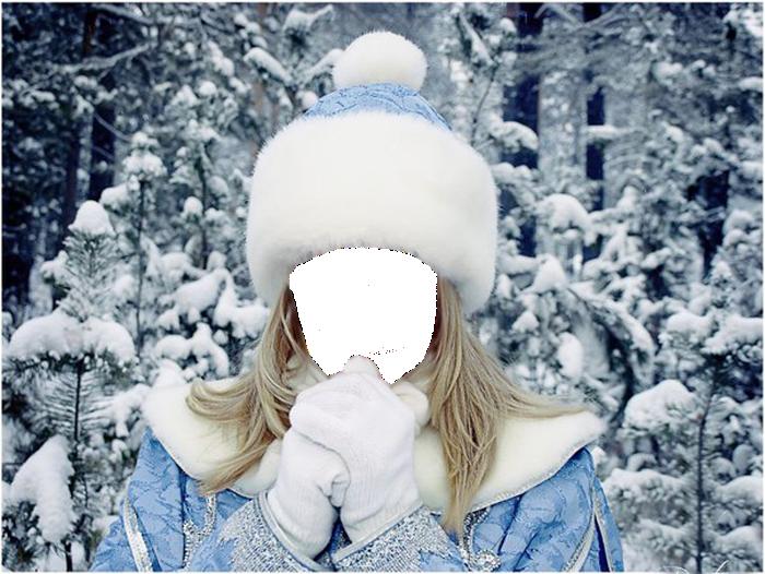 Фоторамка Снегурочка - коллаж Фоторамка для фотошопа, PNG шаблон. Фотомонтаж для девушек. Блондинка в костюме Снегурочки. Голубая шубка и шапочка. Зимний лес в снегу.
