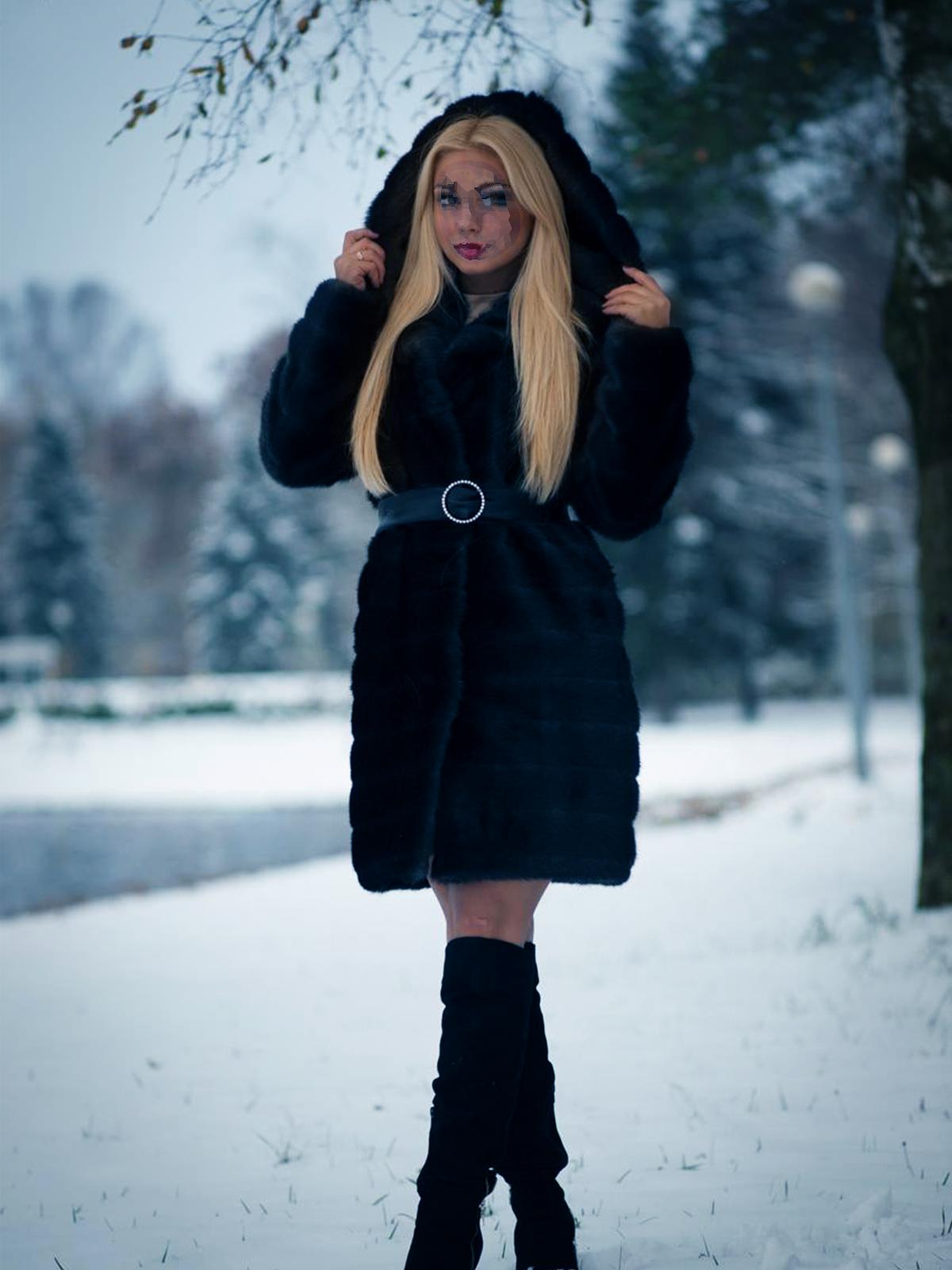 Фоторамка Девушка в черной, короткой шубе Фоторамка для фотошопа, PNG шаблон.